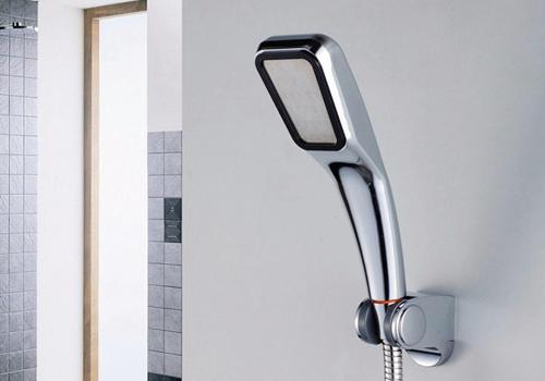 Tay sen tăng áp Zento ZBS318-1 (không kèm dây cấp) 125.000 đồng: Tay sen tăng áp Zento ZBS318-1 (Sản phẩm không kèm dây cấp hay đế cài) - Cấu tạo đặc biệt với 300 tia nước giúp tăng áp lực nước lên tới 300%, tiết kiệm nước đến 30% cho lượng nước mạnh và đều, thuận tiện cho việc tắm, gội. - Tay sen kiểu dáng khỏe khoắn, hiện đại giúp cho không gian phòng tắm nhà bạn trở nên sang trọng và tiện nghi. - Được làm từ chất liệu nhựa ABS cao cấp chắc chắn, hạn chế dập, vỡ