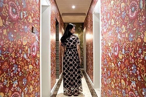 Cô Chen ở Thành Đô cho biết việc ở nhà đến 20 tiếng mỗi ngày trong 3 năm khiến cô không hạnh phúc. Trước đó họ sống căn nhà cũ của bố mẹ, đến năm 2018, chồng cô mua một ngôi nhà mới rộng 157 m2 và để vợ toàn quyền chịu trách nhiệm cải tạo.