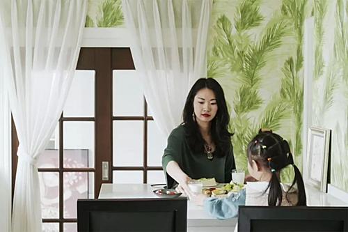 Ngôi nhà mới hình thành với những mảng tường ấn tượng, với các gam màu đỏ, xanh, vàng. Con gái của Chen hào hứng tới độ thường hỏi sao nhà mới đẹp vậy và khi nào mới có thể dọn vào ở.