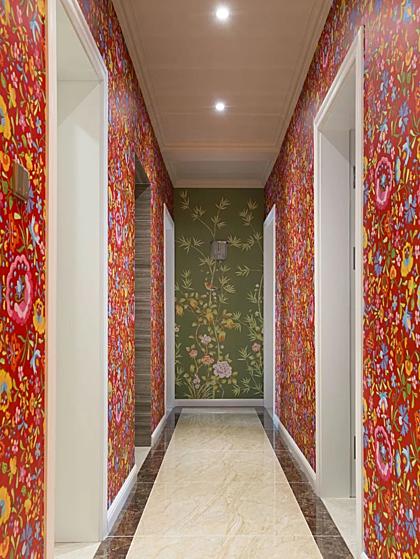 Nhà thiết kế cũng trang trí bức tường đỏ với họa tiết vẽ tay và chạm khắc lấy cảm hứng từ phương Tây, nơi tôi rất thích.