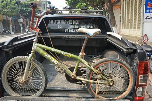 Chiếc xe đạpcũ không phanh trong hành trình 100 km của Chiến hôm 25/3. Ảnh: Nguyễn Công Tuyến.