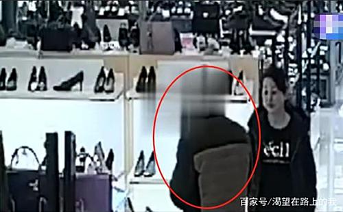 Người đàn ở Chu San thường trộm đồ trong các trung tâm thương mại, nhiều món đồ để làm lành với bạn gái. Ảnh: Xuehua.
