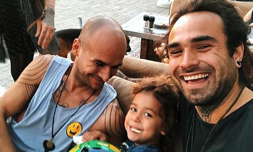 Damian (trái) cùng bé Morgan - con riêng của Ali - vàMatty. Ảnh: The Sun.