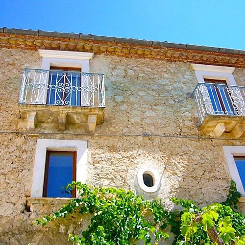 Căn biệt thự trung cổ nông thôn nước Italia bán với giá 50 bảng - 4