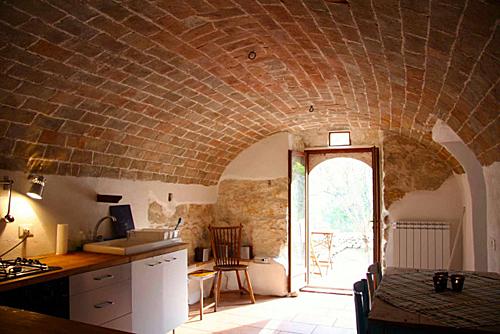 Căn biệt thự trung cổ nông thôn nước Italia bán với giá 50 bảng - 5