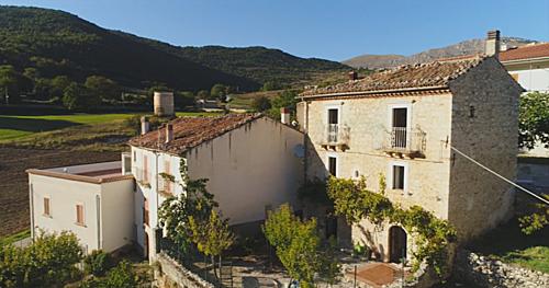 Căn biệt thự trung cổ nông thôn nước Italia bán với giá 50 bảng - 2