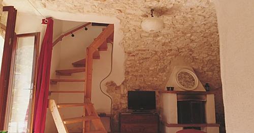 Căn biệt thự trung cổ nông thôn nước Italia bán với giá 50 bảng - 3