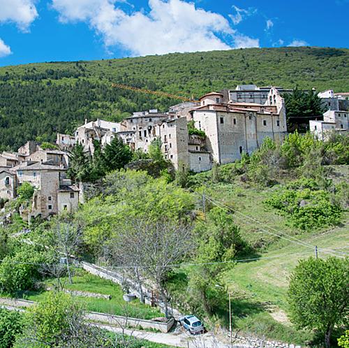 Căn biệt thự trung cổ nông thôn nước Italia bán với giá 50 bảng - 6