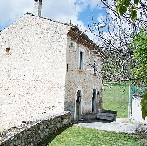Căn biệt thự trung cổ nông thôn nước Italia bán với giá 50 bảng - 8