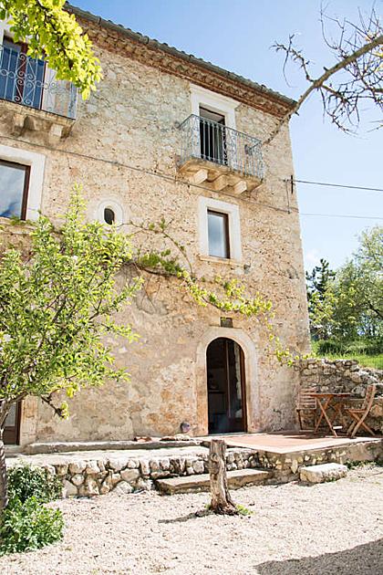 Căn biệt thự trung cổ nông thôn nước Italia bán với giá 50 bảng
