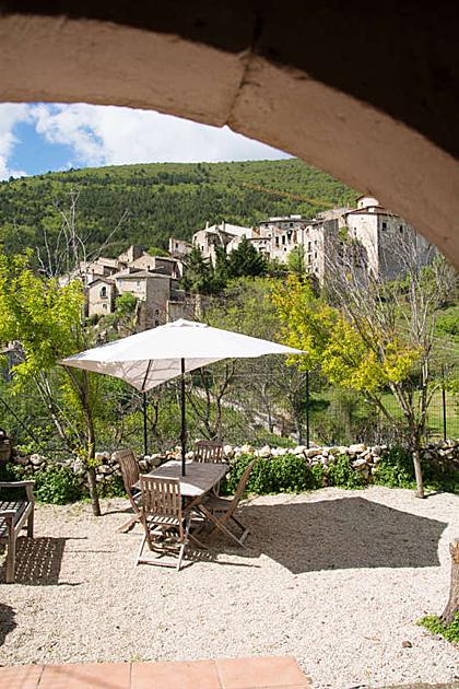 Căn biệt thự trung cổ nông thôn nước Italia bán với giá 50 bảng - 1