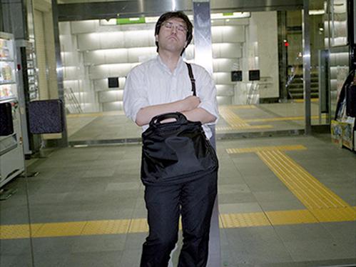 Dân công sở ngủ gật trên đường bộc lộ văn hóa làm việc kiệt sức ở Nhật - 8