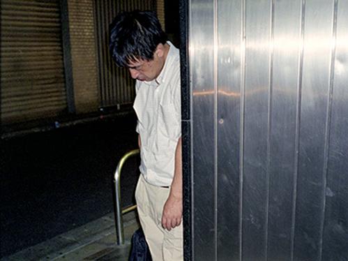 Dân công sở ngủ gật trên đường bộc lộ văn hóa làm việc kiệt sức ở Nhật - 6