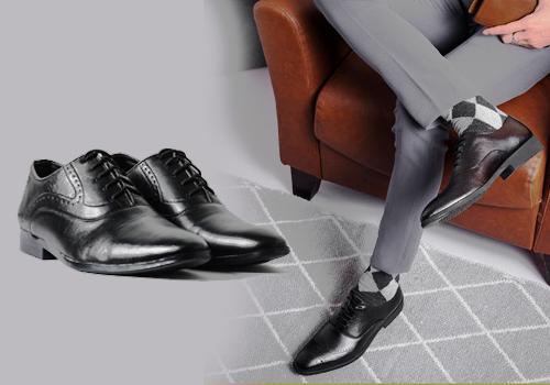 Giày tây nam da bò từ thương hiệu Huy Hoàng giảm đến 50%. Thiết kế sang trọng, thanh lịch, kiểu dáng đơn giản dễ dàng phối cùng nhiều trang phục khác nhau.