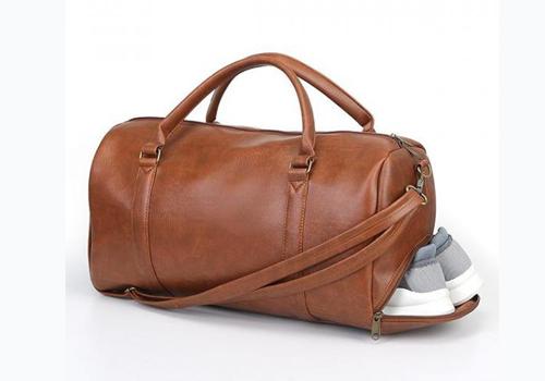 Túi xách du lịch da Laza TX392 giá 279.000 đồng (giá gốc 400.000 đồng). Túi được làm từ chất liệu da chuyên dụng, vải cao cấp, bền với thời gian, không bị rạn hay nứt khi sử dụng lâu ngày. Sản hẩm có độ bền màu cao, kích thước lơn có thể chứa được 12 bộ quần áo cùng nhiều đồ vật khác nhau.