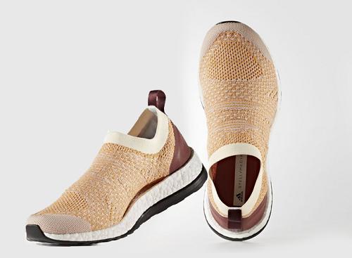 adidas đã thiết kế đôi giày phản ánh tốt nhất form bàn chân của chị em khi chạy bộ và tập luyện. Với những dữ liệu từ ARAMIS, công nghệ theo dõi và phân tích tỉ mỉ những chuyển động của cơ thể, đội ngũ phát triển của adidas biết chính xác những vị trí mà bàn chân phái đẹp cần được hỗ trợ nhất, cũng như những điểm mà gót sen cần được thoải mái khi vận động. Từ những nhu cầu thiết yếu nhất đó, adidas đã tạo ra thiết kế vô cùng độc đáo dành riêng cho nữ giới - PureBoost X Điểm khác biệt rõ ràng nhất chính là: giữa thân giày (upper) và đế giày (sole) có một khoảng không lớn, bó sát vào lòng bàn chân (Adaptive Arch), Với Adaptive Arch, dù đặc điểm giải phẫu như thế nào giày sẽ luôn ôm trọn lấy lòng bàn chân, đảm bảo sự hỗ trợ tối đa.