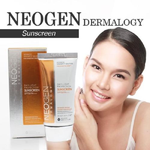 Neogen Day-Light Protection Sun Screen SPF 50 PA+++: Đây là một trong những sản phẩm bán chạy nhất của K-beauty. Với thành phần được chiết xuất từ hoa hồng và quả mâm xôi, kem có độ dưỡng ẩm cao, thẩm thấu nhanh vào da cùng với chỉ số SPF 50 ấn tượng.