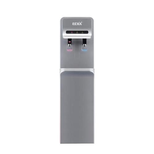[Caption]Máy lọc nước nóng lạnh REWA RW-NA-800S (BẠC) 7.590.000đ (giá gốc 15.190.000 đồng  Máy lọc nước nóng lạnh RW-NA sử dụng hệ thống lọc NA 4 cấp lọc, tạo nước sạch đạt tiêu chuẩn nước uống của Viện Pasteur   - Máy làm nóng/lạnh nước một cách nhanh chóng, nhiệt độ nước nóng đạt trên 90 độ C, dung tích bình nóng 2 lít đáp ứng nhu cầu lấy nước để pha trà, pha sữa, nấu mì, ....Hệ thống làm lạnh bằng Compressor giúp máy hoạt động êm và không gây ra tiếng ồn, nhiệt độ nước lạnh 6- 10 độ C, dung tích chứa 4lít đáp ứng nhu cầu giải khát vào mùa hè. - Vòi lấy nước nóng lạnh riêng biệt có van khóa an toàn đối với trẻ nhỏ. - Thiết kế sang trọng, tinh tế, sản phẩm được làm từ những chất liệu cao cấp, có độ bền cao và an toàn tuyệt đối cho sức khỏe người dùng. - Sản phẩm phù hợp cho gia đình, văn phòng, chung cư, căn hộ & các công trình công cộng - Tiết kiệm chi phí nước bình hàng tháng nhưng vẫn có nước sạch sử dụng hằng ngày - Sản phẩm được miễn phí vận chuyển và lắp đặt tại nội thành TPHCM & Bảo trì trọn đời định kỳ 6 tháng/lần đến khi hết sử dụng  https://shop.vnexpress.net/may-loc-nuoc-nong-lanh-re