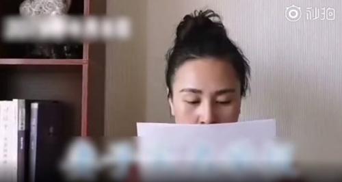 Lili đọc tên, nơi cư trú của những cô bồ nhí của chồng.