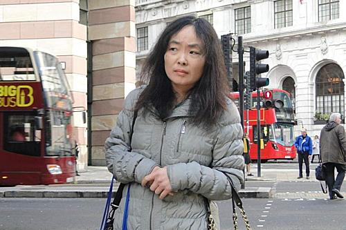 Người phụ nữ Trung Quốc gặp được Mr right ở tuổi tứ tuần và bám theo suốt 18 tháng. Ảnh: Standard.