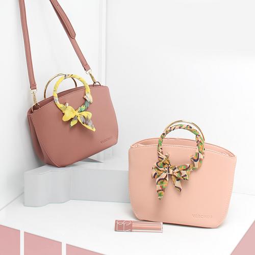 Túi thời trang Verchini màu hồng 13000321 gá 299.000 đồng.