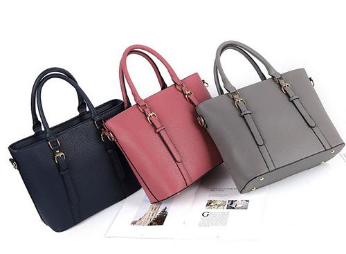 Túi xách nữ Hàn Quốc Varas VR068 349.000 đồng. Túi có 5 màu cho bạn lựa chọn: đen, đỏ, xám nhạt, nâu, hồng nhạt.