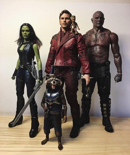 Trang phục của các siêu nhân làm bằng các vật liệu da cao cấp, thay đổi theo sở thích của chủ nhân. Mô hình hoàn thiện theo tỷ lệ 1/6 nhân vật thật nên khi đặt cạnh nhau, các siêu anh hùng có khác biệt rõ rệt về chiều cao, kích thước cơ thể.