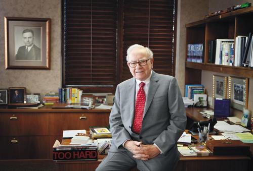 Warrent Buffett muốn các bạn trẻ hãy quan tâm tới bản thân mình. Ảnh: Business Insider.