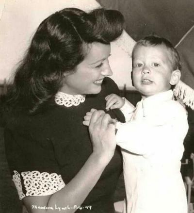 Bé trai Timmy qua đời khi 12 tuổi. Ảnh: Mirror.