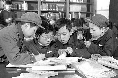 Lò đào tạo thần đồng ở Trung Quốc thập niên 80. Ảnh: Sina.