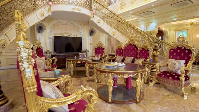 Bên trong dinh thự có nội thất mạ vàng ở Thanh Hóa