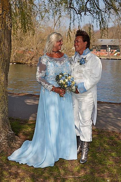Đôi uyên ương trong đám cưới tháng 4 vừa qua. Ảnh: Mirror.