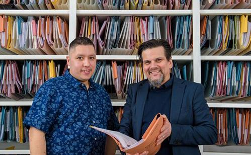 Nick và người sáng lập công ty Finders International, công ty đã kết nối để anh được thừa kế tài sản của ông ngoại.