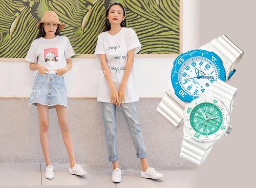 Đồng hồ kiểu dáng thể thao với phần dây nhựa màu trắng từ thương hiệu Casio phù hợp khi phối cùng áo thun in chữ hoặc in họa tiết năng động, cho vẻ ngoài cá tính.