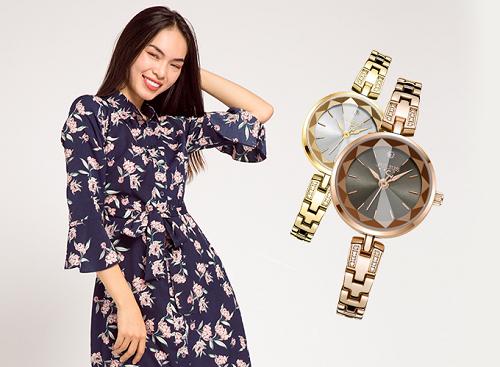 [Caption]Mẫu đầm sơ mi hoa navy kiểu dáng cổ điển sẽ không còn đơn điệu khi phối thêm chiếc đồng hồ Julius Hàn Quốc đính đá màu vàng hoặc nâu.