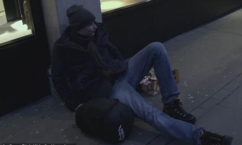 Bobby sốc khi phải ngủ trên hè phố. Rich Kids Go Homless