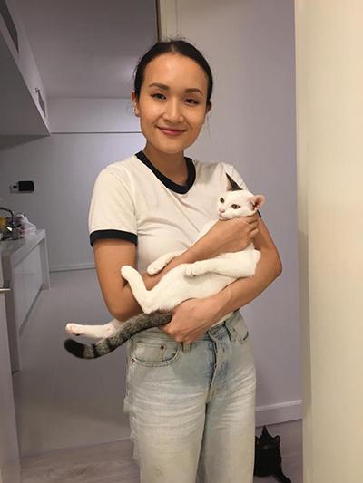 Nội dung của kênh Giang ơi đôi khi chỉ đơn giản là chơi với mèo hay hướng dẫn cách nấu mì tôm. Ảnh: Thu Giang.