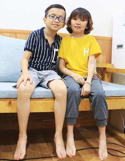 Hùng và Diễm My sống chung trong ngôi nhà thuê với 3 người bạn, dự định cuối năm nay sẽ cưới. Ảnh: Hoài Nam.