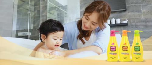 Cha mẹ nên chọn những sản phẩm có nguồn gốc từ thiên nhiên cho bé.