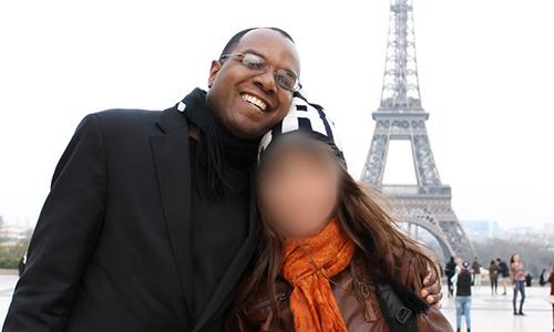 Giáo sư người Mỹ tin rằng mình đã lựa chọn đúng người sau 3 năm hẹn hò trên mạng.