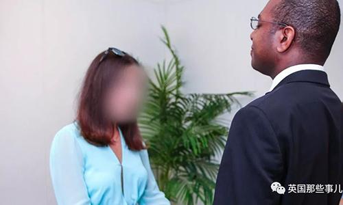 Giáo sư Farley tin rằng mình đã bị vợ lừa, kết hôn chỉ vì thẻ xanh và tiền.