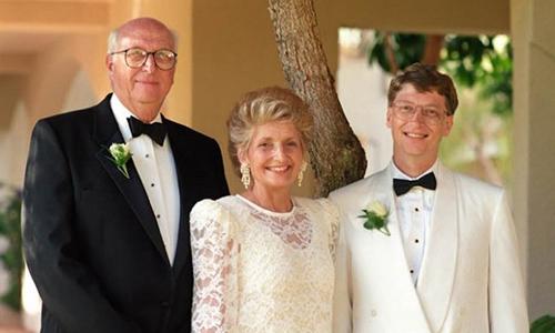 Bill Gates và cha mẹ của ông. Ảnh: CNBC.