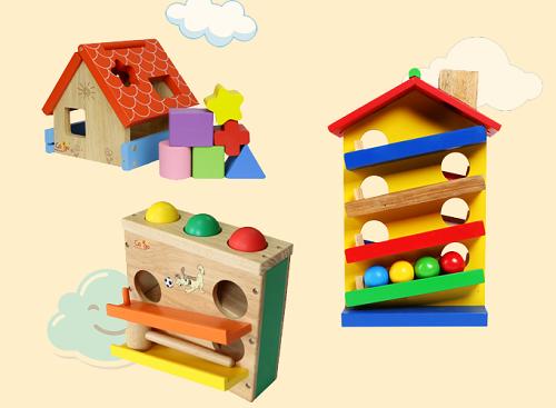 Những bộ đồ chơi xếp hình bằng gỗ được nhiều phụ huynh lựa chọn. Trong hình là sản phẩm hộp đập banh Colligoz,đồ chơi nhà thả khối, đồ chơi thả bi bằng gỗ được bán trên Shop VnExpress.