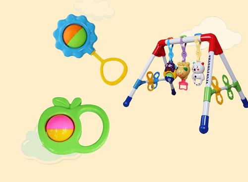 Kệ chữ Agắn xúc xắc có âm nhạc giúp bé sơ sinh đến dưới 1 tuổi rèn khả năng nghe nhìn,cầm nắm, tập ngồi, tập đứng. Các loại đồ chơixúc xắc trái táo hay hình hoa cúc nhiều màu sắc giúp phát triển thị giác và thính giác của trẻ.