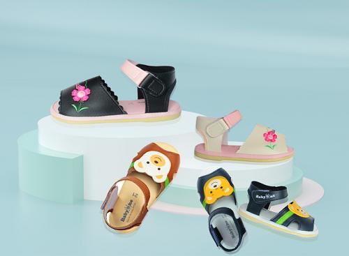 Shop VnExpress đang có đa dạng các mẫu giày dép, sandal cho trẻ em: