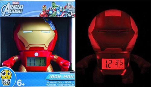 Đồng hồ báo thức: Fan của bộ phimAvengerscó thể lựa chọn đồng hồ báo thức hình Iron man, người nhện...để giúp mình dễ dàng thức dậy mỗi sáng. Sản phẩm cókích thước 19,05 x 10,92 x 18,54 cm, với mặt đồng hồ kỹ thuật số và có thể phát sáng trong đêm. Giá củachiếc đồng hồnày là 769.000 đồng.