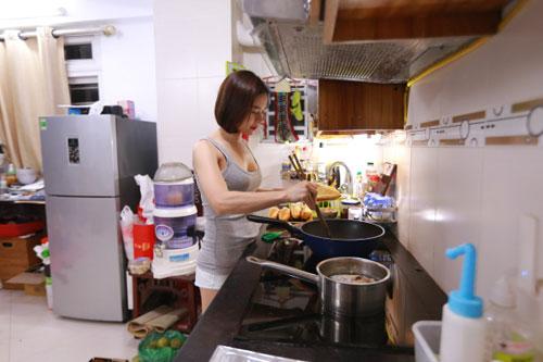 Bếp là nơi vợ tôi chuẩn bị những món ăn dành cho sở thích riêng của mỗi người trong gia đình.