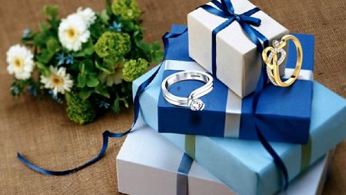 Bạn có thể gửi tặng những món quà thiết thực cho người thân, bạn bè.