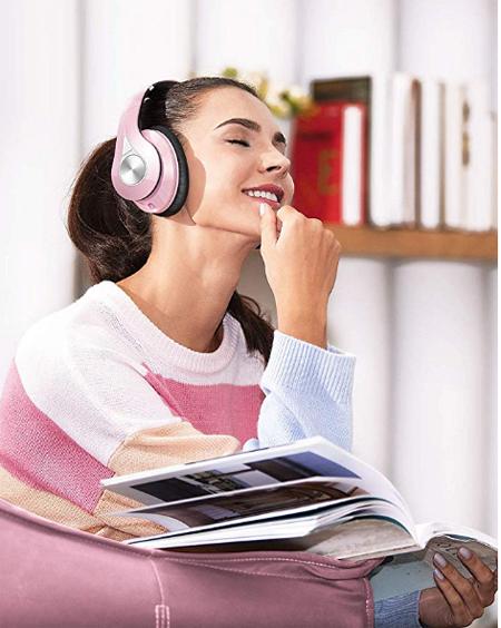 Tai nghe ngăn tiếng ồn giúp nâng trải nghiệm âm thanh.