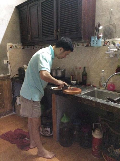 Bếp nhà mình dù chỉ là một góc nhỏ trong gian nhà ngang rộng lớn nhưng chứa chan tình yêu thương.